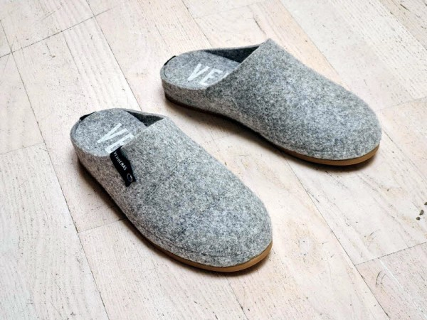 Verbenas Herrenhauspantoffel gris